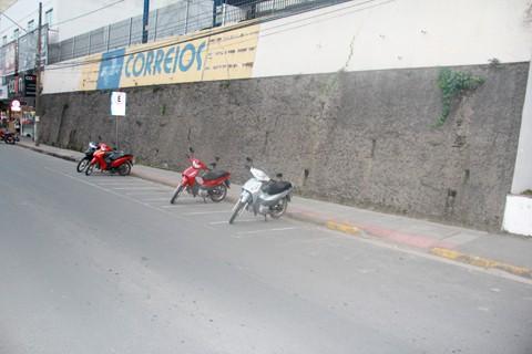 Desde 2001 soluções têm  sido procuradas para o problema gerado pelo muro  -  Foto:Jailson Vieira/Notisul