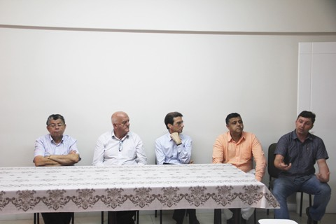 Representantes políticos, de instituições religiosas, do Ministério Público e da Delegacia de Crimes Ambientais participam da reunião  -  Foto:Jailson Vieira/Notisul