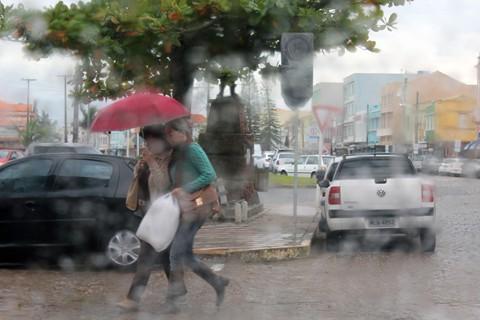 Em 55 dias de tempo instável no estado, Laguna registrou 28 dias de chuva  -  Foto:Elvis Palma/Divulgação/Notisul
