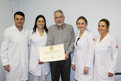 A instituição, por meio da equipe do Cuido, recebeu a certificação de Centro de Excelência Internacional em Tratamento da Obesidade  -  HNSC/Divulgação/Notisul