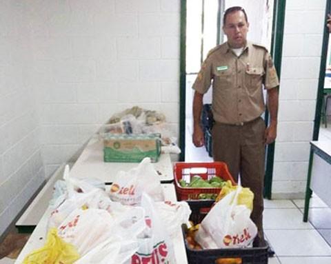 Supermercados, padarias, postos de gasolina, Polícia Militar, pais e comunidade realizam campanha para arrecadar alimentos para a escolinha  -  Foto: Elvis Palma/Divulgação/Notisul