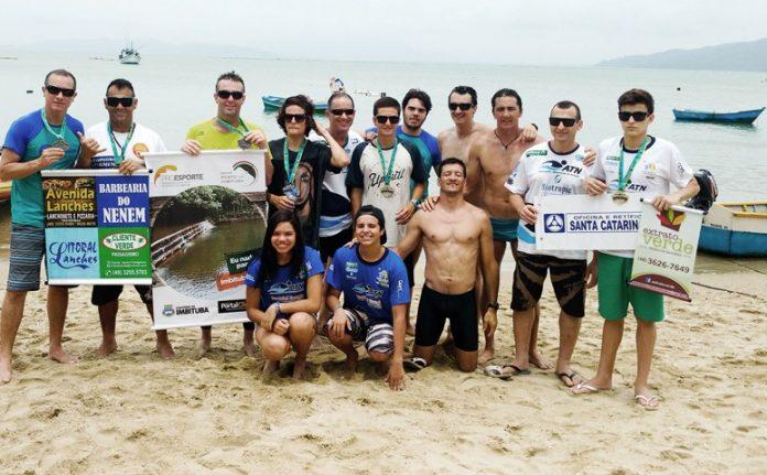 Os nadadores do sul do estado mais uma vez mostraram que não estavam para brincadeira e chegaram aos primeiros lugares nas provas  - Foto:Imbituba Travessias/Divulgação/Notisul