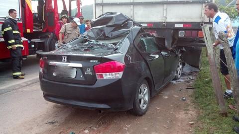 O acidente foi no meio da tarde e muitas pessoas pararam para ver o ocorrido  -   Foto:Divulgação/Notisul
