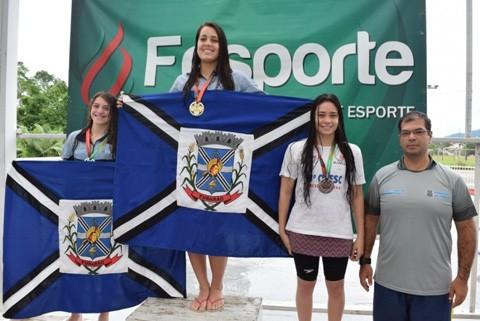 Na natação feminina as tubaronenses conquistaram nove ouros, quatro pratas e um bronze  -  Foto:Prefeitura de Tubarão/Divulgação/Notisul