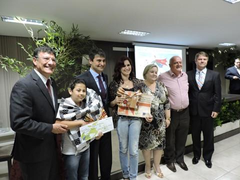 Gabriel foi um dos vencedores da etapa estadual que terá seu desenho estampado, com os demais ganhadores, no calendário 2016 da FCDL  -  Foto:JB Guedes/CDL/Divulgação/Notisul