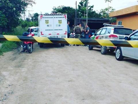 O duplo homicídio ocorreu no sábado no cruzamento do bairro Barbacena  -  Foto: André Luiz/Divulgação/Notisul