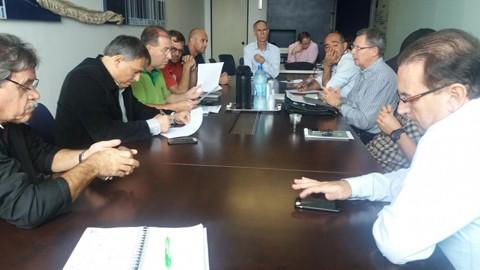 Reunião entre representantes patronais e do sindicato ocorreu ontem, mas não houve acordo  - Foto:Gilvan de França/Divulgação/Notisul