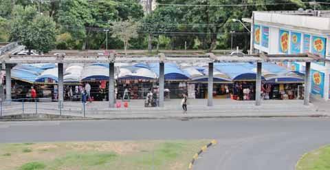 Projeto da nova ponte é desembocar na avenida Marcolino Martins Cabral. Parte das barracas pode ser removida  - Foto:Rafael Andrade/Notisul