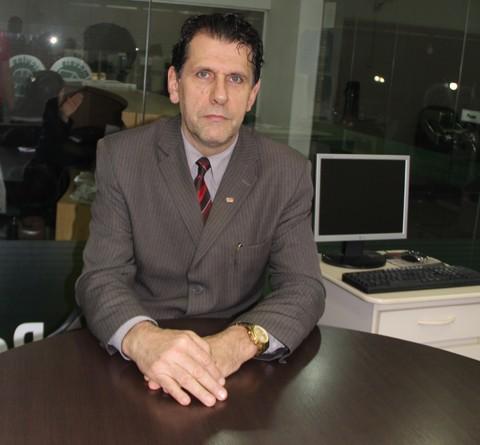 O advogado Edilson tem esperanças de que consiga trazer seu cliente para a casa ainda hoje  -  Foto:Alice Goulart Estevão/Notisul