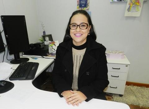 A psicóloga Leda Pibernat Pereira da Silva atua há sete anos na comarca de Tubarão e acompanha de perto casos de negligência, destituição do poder familiar e pedidos de adoção. - Foto: Priscila Loch/Notisul.