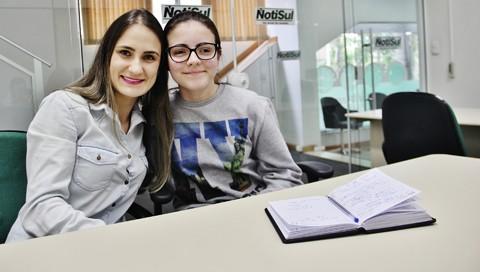 Professora Juliene e a aluna Diely podem representar Tubarão em Brasília, caso passem na seletiva estadual  -   Foto:Rafael Andrade/Notisul