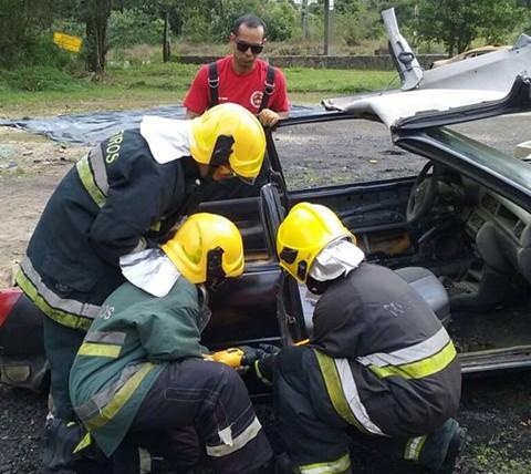 Bombeiros conheceram novas técnicas de salvamento no trânsito  -  Foto: Corpo de Bombeiros de Orleans/Divulgação/Notisul