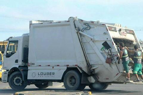 Lixo foi coletado parcialmente ontem e hoje deve ser suspenso por falta de pagamento  -  Foto:Divulgação/Notisul