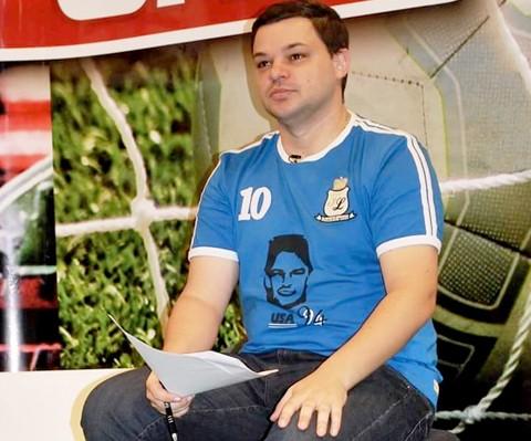 Cristiano comanda há 8 anos, o programa diário Unisul TV Esportes  -   Foto: Arquivo pessoal/Notisul