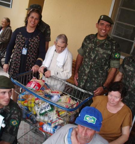 Parte dos 500 kg arrecadados foi entregue no Abrigo dos Velhinhos  -  Foto:Kalil de Oliveira/Notisul