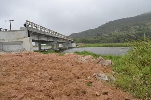 Duas empresas disputam a concorrência pública para  a construção das cabeceiras da ponte  - Fotos: Divulgação/Notisul