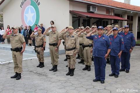 Militares de Laguna participaram, ontem, de ato alusivo à Semana da Pátria  -  Foto:Elvis Palma/Divulgação/Notisul