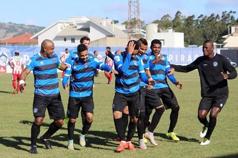Jogadores do Atlético Tubarão comemoram o gol com dança. - Foto: William Lampert/Divulgação/Notisul.