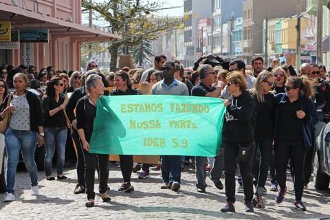 Manifestações duraram mais de três horas pelas ruas de Laguna - Fotos:Elvis Palma/Divulgação/Notisul