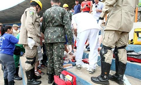 O socorro chegou rápido ao local onde estava o torcedor, mas ele não resistiu e faleceu momentos depois. - Foto: Divulgação/Notisul.