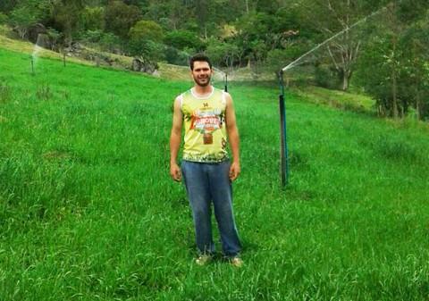 Amandio Kuhnen Neto, de Braço do Norte, usa irrigação nas pastagens  -  Foto:Divulgação/Notisul