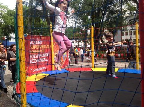 As crianças se divertiram em um sábado de vendas  - Foto:Divulgação/Notisul