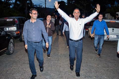 Sergio Cunha (E) e Nilton Raupp comemoram a conquista  -  Foto:Fabio Teixeira/Divulgação/Notisul
