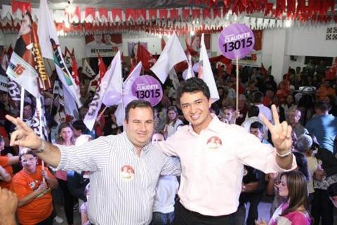 Em 2012, Deyvisonn (E) fez dupla com Marcelo Mendes (PMDB), atual suplente de vereador eleito -  Foto:Divulgação/Notisul