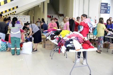 Doações de roupas e outros donativos foram entregues para mais de duas mil pessoas de Tubarão  -  Fotos: Lysiê Santos/Notisul