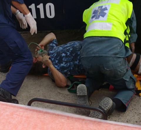 Bombeiros realizam o resgate na principal avenida de Laguna  -  Foto:Divulgação/Notisul