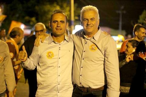 Aurimar da Saúde (PPS) e Nivaldo Souza (PSB) comemoram o resultados alcançado nas urnas  -  Foto:Arquivo do grupo/Divulgação/Notisul