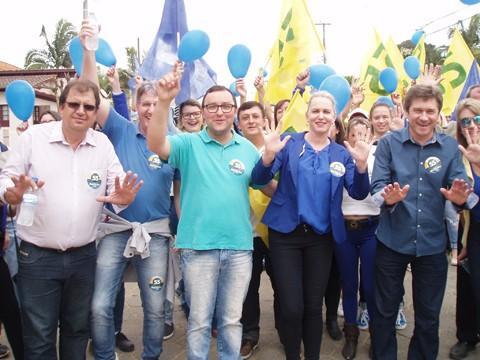 O deputado estadual José Nei Ascari participou da festa da vitória com Marcinho em Grão-Pará. - Foto: Kalil de Oliveira/Notisul