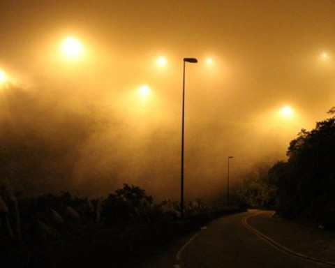 Oito dos 12 quilômetros do trecho de serra estão totalmente às escuras. Motoristas reclamam de visibilidade quase zero com neblina  -  Foto:Divulgação/Notisul