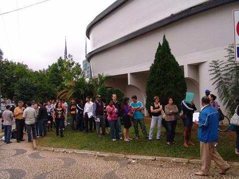 Últimas filas formadas para liberação de FGTS devido a acontecimentos climáticos foram registradas em maio de 2011   -  Foto:Prefeitura de Tubarão/Divulgação/Notisul