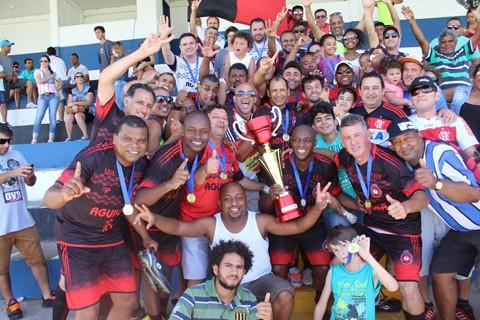 Atletas e torcida comemoram juntos a conquista   - Foto:Eduardo Ventura/Divulgação/Notisul