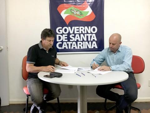 Convênio entre Hospital Santa Teresinha e governo do Estado foi assinado na ADR de Braço do Norte, garantindo a continuidade da obra  - Foto:ADR Braço do Norte/Divulgação/Notisul