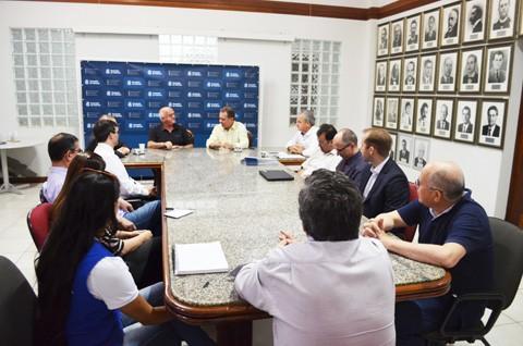 Primeiro encontro entre equipes de trabalho de transição de governo ocorreu oito dias após o resultado das eleições   -  Foto:Prefeitura de Laguna/Divulgação/Notisul