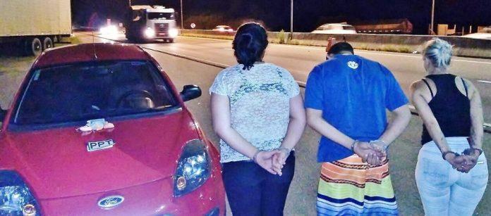 Trio foi preso em operação conjunta da Polícia Militar e Polícia Rodoviária Federal (PRF) de Tubarão. (Foto: PM de Tubarão)