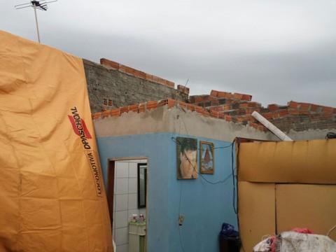 Residências foram danificadas com o vendaval em Pescaria Brava. Cadastro de danos continua aberto realizado na prefeitura  -  Foto:Defesa Civil /Divulgaçãoi/Notisul