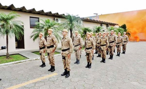 Grupo de policiais que concluiu o curso para ingresso ao Pelotão de Policiamento Tático, na 8ª RPM  -  Foto:Polícia Militar de Tubarão/Divulgação/Notisul