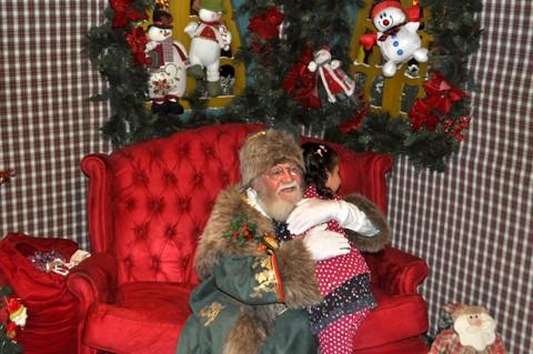 Papai Noel recebe crianças e adultos diariamente no Farol Shopping, em Tubarão. Vale a pena conferir!   - :Fotos: Ápice Comunicação/Farol Shopping/Divulgação/Notisul