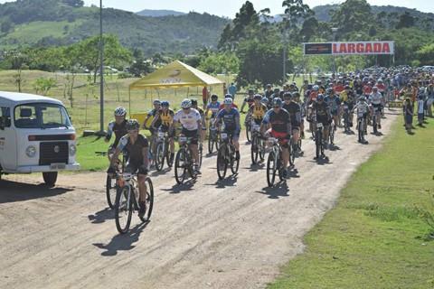 Cerca de 200 ciclistas participaram da edição do ano passado  -  Foto:Divulgação/Notisul
