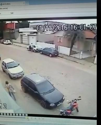 Bandido age sem se importar com pedestres que transitavam pelas calçadas  -  Foto:Divulgação/Notisul