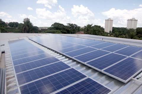 Futuro da energia elétrica será o uso dos painéis solares ou dos aerogeradores  -  Foto:Procel/Divulgação/Notisul