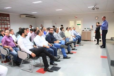 Relatório da situação financeira da entidade foi apresentado aos futuros gestores dos municípios da Amurel pela direção do hospital -  Fotos:HNSC/Divulgação/Notisul