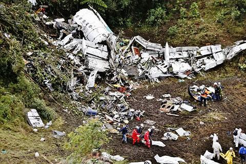 Avião caiu em uma região de montanhas a cerca de 40km de Medellín. - Foto: Divulgação/Notisul.