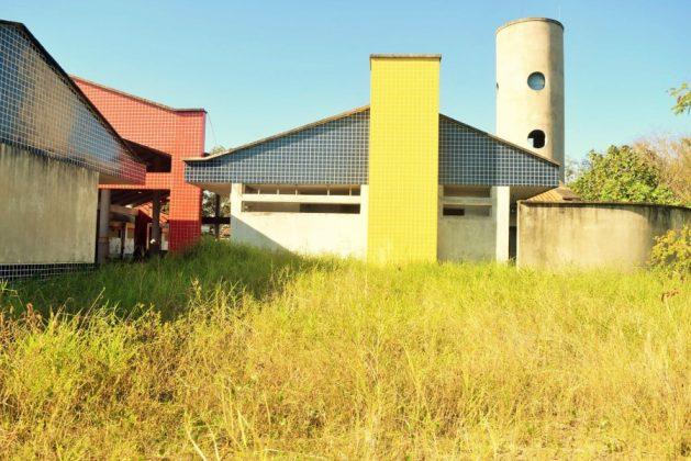Obra inacabada: barrancos ao redor da estrutura ameaçam segurança - Foto: João Carlos Idalêncio/Divulgação/Notisul