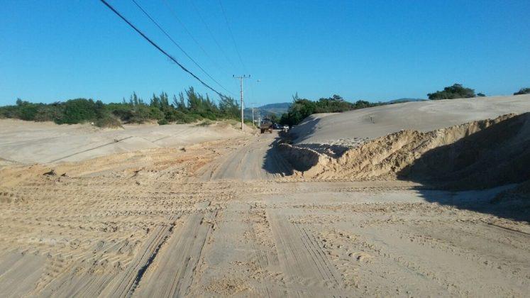 Avenida Juscelino Kubistchek de Oliveira tomada pela areia das dunas. Foto: Divulgação/Portal Notisul