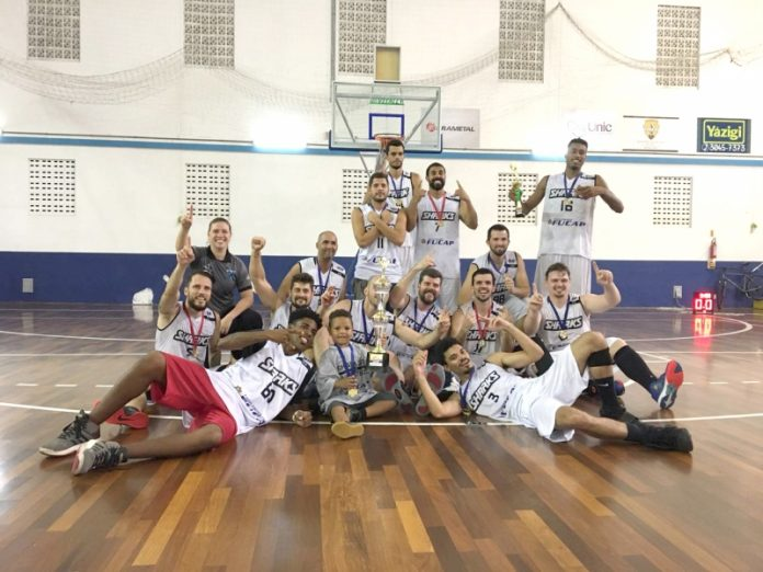 Equipe da Cidade Azul começa a temporada com título   -  Foto: Sharks/Divulgação/Notisul