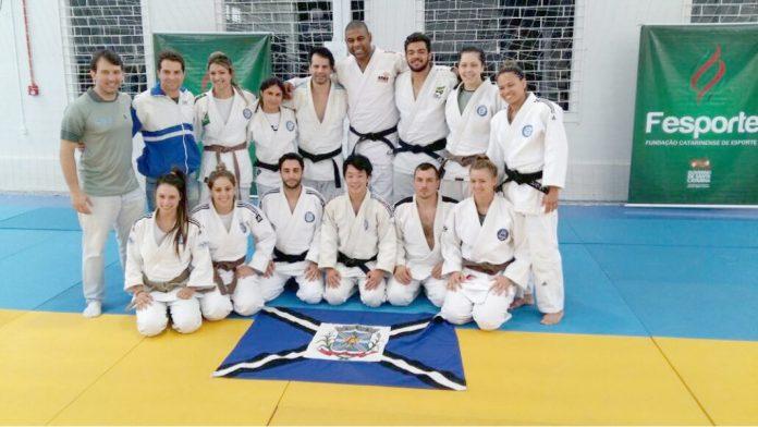 Equipe de judô de Tubarão já está em Videira para disputa de etapa do Catarinense  -  Foto: Divulgação/Notisul